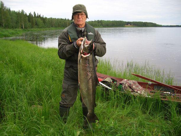 Paavo Korpua (1934-2019) siirtyi paremmille kalavesille.