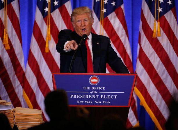 - Elämmekö natsi-Saksassa, Trump tivasi keskiviikkona Twitterissä.