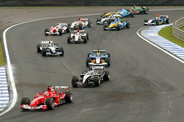 2004 F1-sarjassa ajettiin 18 kilpailua. Tuolloinen ennätys on nykyään pieni määrä.