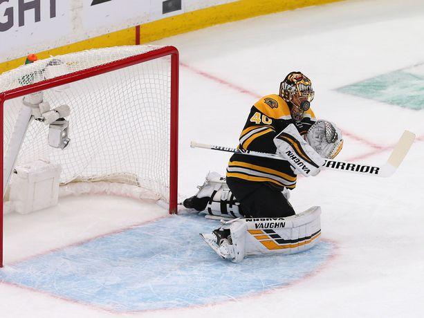 Boston Bruinsin Tuukka Rask torjui 32 kertaa ottelusarjan seitsemännessä pelissä Torontoa vastaan.