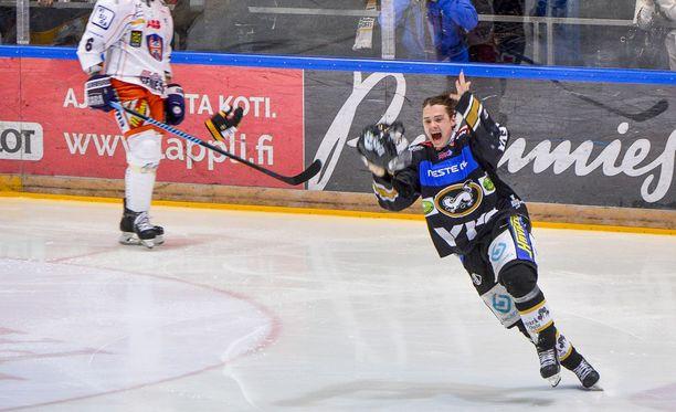 Sebastian Aho räjäytti Oulun Raksilan jäähallin keväällä 2015.