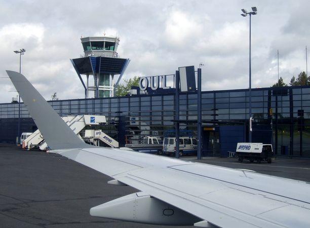 Oulusta Helsinkiin suunnanneet matkustajat joutuivat käymään turvatarkastuksessa kahdesti turvallisuusuhan vuoksi. Kuvituskuva.