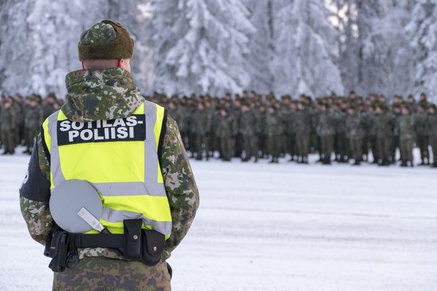 Sotilaspoliisit koulutetaan liikenteenohjaukseen. Oletettavasti se on myös poliisin virka-apupyynnössä keskeisin varusmiesten tehtävä, kun Uusimaa eristetään.