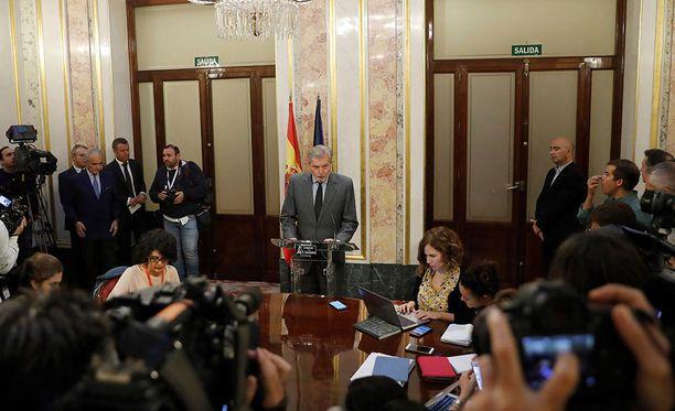 Espanjan keskushallinnon tiedottaja Inigo Mendez de Vigo puhui torstaina medialle maan perustuslaillisesta kriisistä ja artiklan 155 soveltamisesta.