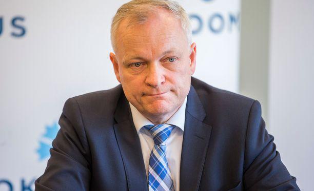 Kokoomuksen ryhmäjohtajan Kalle Jokisen mukaan kokoomuksen ryhmä käsitteli esitystä varsin perusteellisesti.