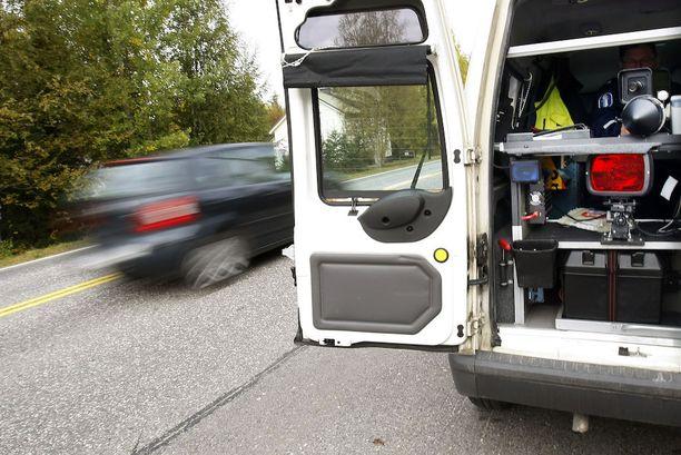 Tältä näyttää poliisin automaattisella nopeuskameralla varustetun valvonta-auton laitteisto.