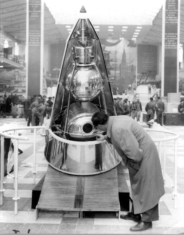 Sputnik 2:n malli näyttelyssä Belgiassa.