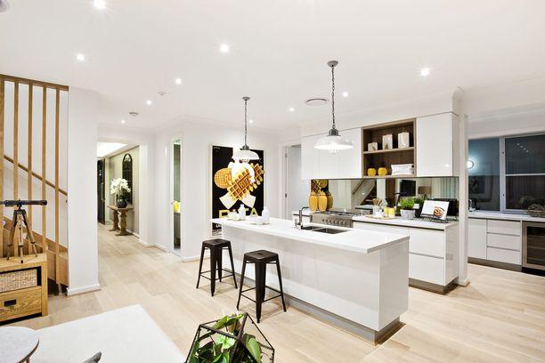 Suomessakin suositut valkoiset keittiöt vaativat omistajaltaan tarkempaa siivoussilmää. Kuvituskuva.