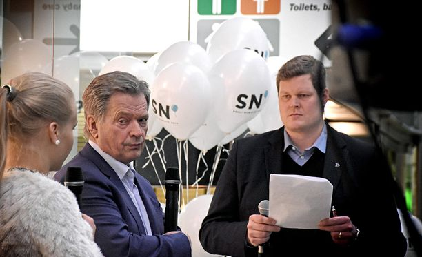 Sauli Niinistö esiintyi itsevarmana Kuopiossa. Kuva kampanjoinnista Seinäjoelta.