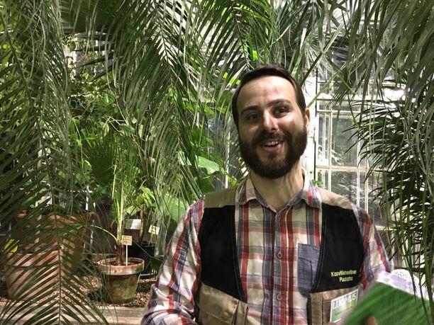 Puutarhuri Mikael Lindholm esitteli meille joulumausteiden kasvit.