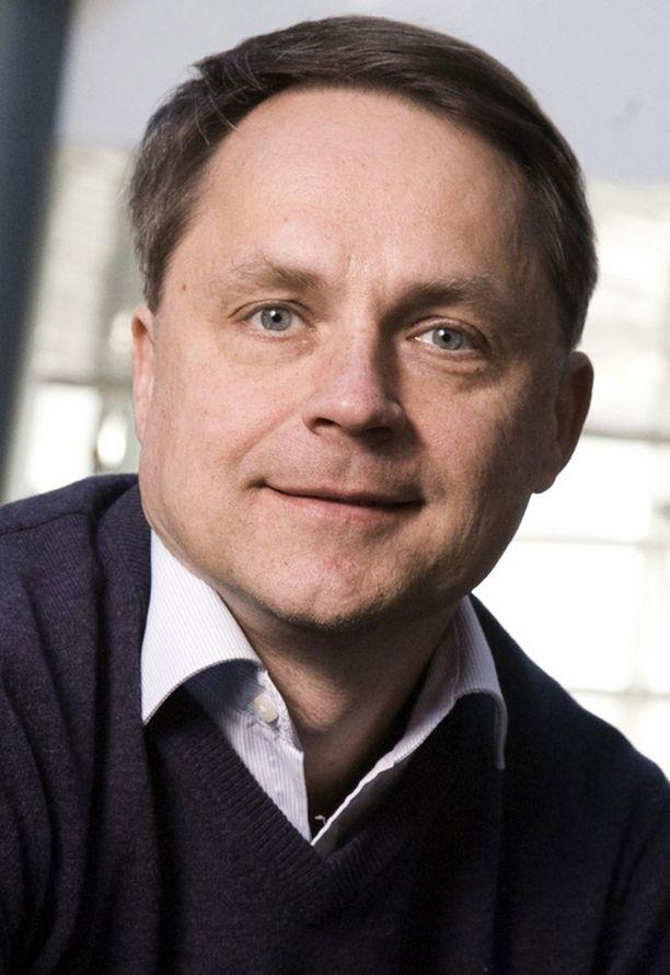 Petteri Järvinen on tehnyt yli 26 kirjaa ja työskennellyt muun muassa tietotekniikka-asiantuntijana ja kouluttajana.