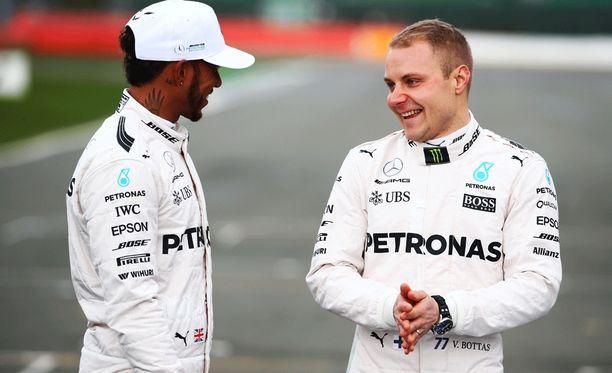 Lewis Hamilton ja Valtteri Bottas ovat vakuutelleet yhteiselon sujuvan erinomaisesti.