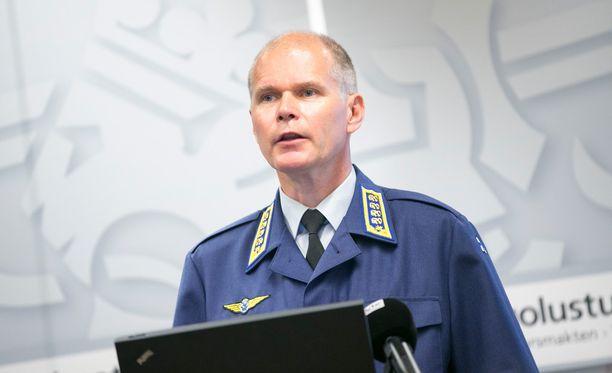 Jarmo Lindberg kertoi VTV:lle metsästysmatkoistaan pääesikunnassa vuonna 2015 järjestetyssä tilaisuudessa sekä muutamia kuukausia myöhemmin kirjallisessa selvityksessä. Molemmilla kerroilla hän esitti näkemyksen, jonka mukaan matkojen tarjoajilla ei ole kaupallisia suhteita Puolustusvoimiin.