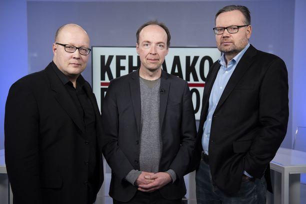 Perussuomalaisten puheenjohtaja Jussi Halla-Aho vieraili IL-TV:n Kehtaako edes sanoa -ohjelmassa. Oikealla politiikan toimittaja Mika Koskinen, vasemmalla politiikan toimituksen esimies Juha Ristamäki Iltalehdestä.