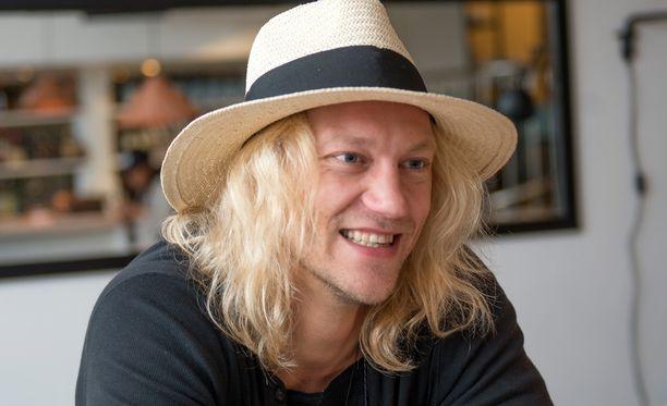 Jukka Hildén korostaa onnellisuuden tärkeyttä.