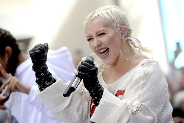 Christina Aguilera juhlii Genie In A Bottle -sinkkuaan, joka täyttää 20 vuotta.