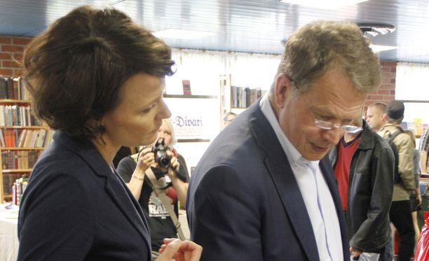Pertti J. Rosilan mukaan Sauli Niinistö sanoi jo huhtikuussa 2011, että olisi suuri houkutus ryhtyä kaikkien puolueiden ulkopuoliseksi presidenttiehdokkaaksi. Niinistö toteutti aikeensa vuoden 2018 vaalien yhteydessä. Kuva vuodelta 2012.
