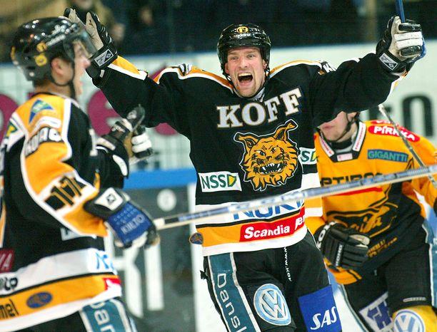 Ilveksen kulttipelaaja Timo Peltomaa ehti pelata pari vuotta samassa joukkueessa Marko Anttilan kanssa.