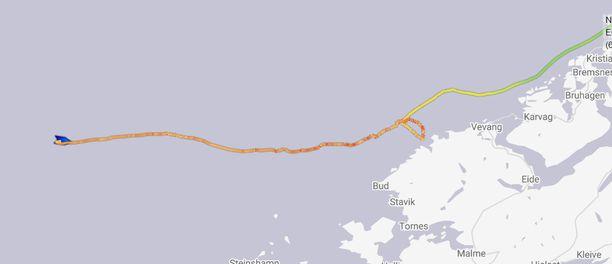 Tästä karttakuvasta näkee, mitä reittiä Viking Sky on kulkenut ja kuinka lähellä se moottorivian jälkeen kävi rantaa.