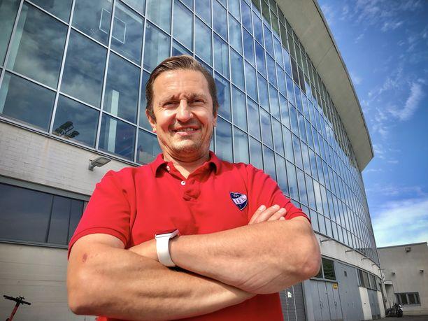 Ville Peltonen on HIFK:n päävalmentajana unelma-ammatissaan.
