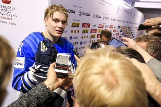 Kaapo Kakko on ollut Kosicessa melkoisessa mediapyörityksessä.