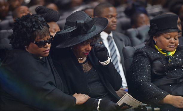 Mandelan tytär Zindzi hautajaisissa.