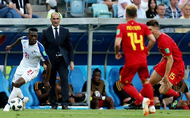 Roberto Martinez (puku päällä) vertasi Suomea MM-kisojen avausvastustaja Panamaan