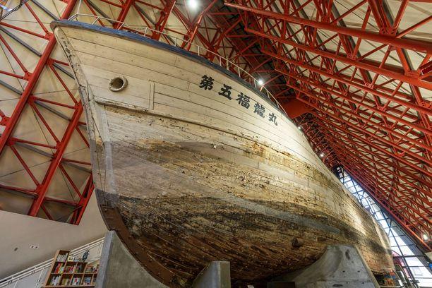 Radioaktiivisen laskeuman peittämäksi joutunut japanilainen kalastusalus Daigo Fukuryu Maru on museoitu Tokioon muistuttamaan ydinaseiden epäsuorista vaaroista.