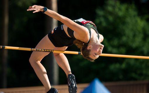 Korkeusnaiset vireessä: Jessica Kähärä löi Ella Junnilan, Huntington hyppäsi ennätyksensä
