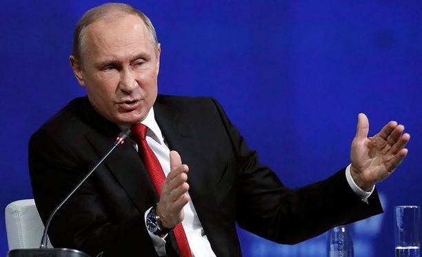 Venäjän presidentti Vladimir Putin Pietarin talousfoorumissa perjantaina.