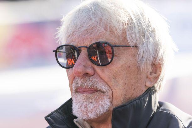 Bernie Ecclestone, 89, seurasi alkuvuodesta Kitzbühelin alppihiihtokisoja.
