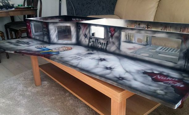 Pelipöydän maalauksen toteutti graffititaiteilija Juha Kaura.