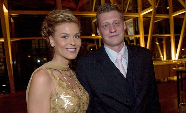 Miia Nikunen hakee avioeroa miehestään Tommi Nikusesta.