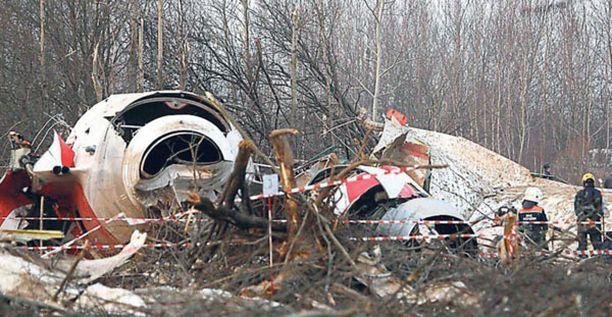 Lentokone syöksyi maahan Länsi-Venäjällä lähellä Smolenskin kaupunkia lauantaina aamupäivällä Suomen aikaa.