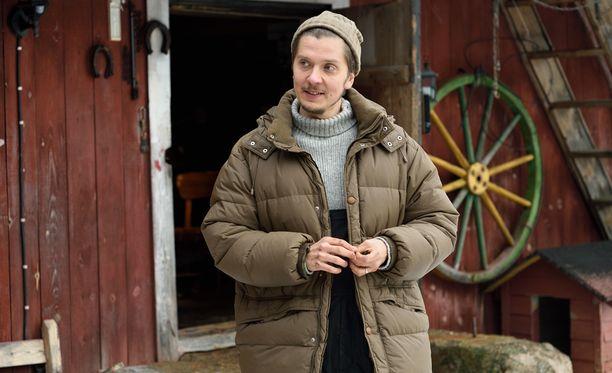 Ritala näyttelee elokuvassa maanviljelijä-Tuurea. Ritalan omassa arjessa ekologinen elämäntyyli on näkynyt jo pitkään. - Elokuvan ideologia istuu arkeeni oikein hyvin. En syö lihaa enkä käytä mitään maitotuotteita.
