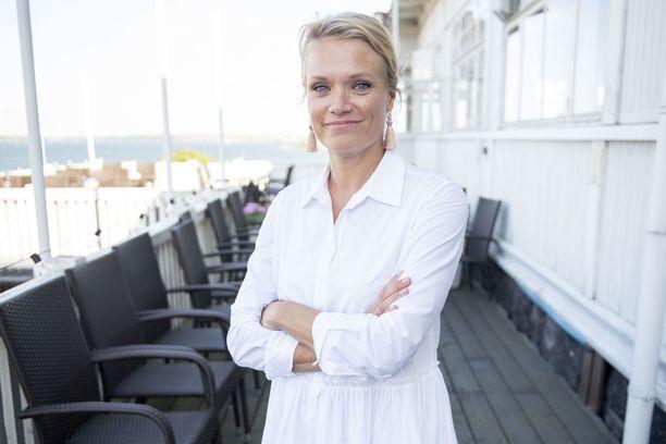 Psykoterapeutti Maaret Kallio kirjoittaa parhaillaan uutta kirjaansa. Hän paljastaa sen verran, että huhtikuussa ilmestyvän kirjan teemat ovat mielen ja hyvinvoinnin ympäriltä.