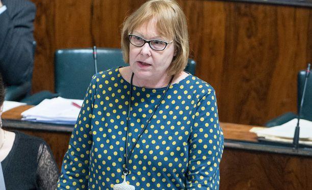 Eduskunnan perustuslakivaliokuntaa johtaa vasemmistoliiton kansanedustaja Annika Lapintie.