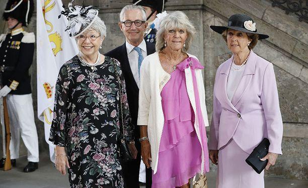 Prinsessa Birgitta (2. oik.) edusti prinsessa Christinan, Tord Magnusonin ja prinsessa Desireen kanssa.