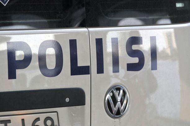 Lounais-Suomen poliisin mukaan viisi ihmistä on otettu kiinni epäiltynä alustavasti ampuma-aserikoksesta Turun Pernossa.
