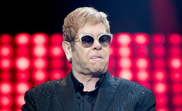 Elton Johnia on aiemminkin uhkailtu.