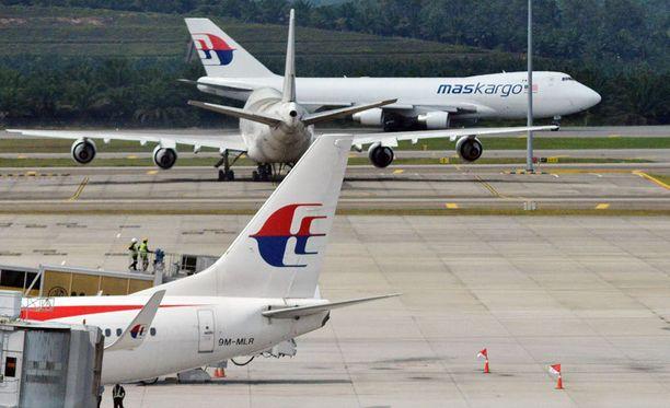 Malaysia Airlinesin koneita Kuala Lumpurin lentokentällä.