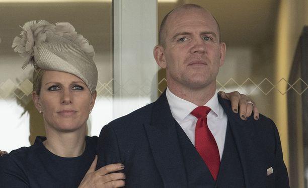Zara Tindall (o.s. Phillips) on tunnettu kenttäratsastaja. Hän on naimisissa rugbynpelaaja Mike Tindallin kanssa.