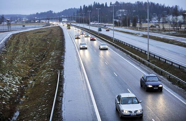 Moottoritie on turvallisin paikka ajaa. Keskikaide estää tehokkasti erilaiset onnettomuudet.