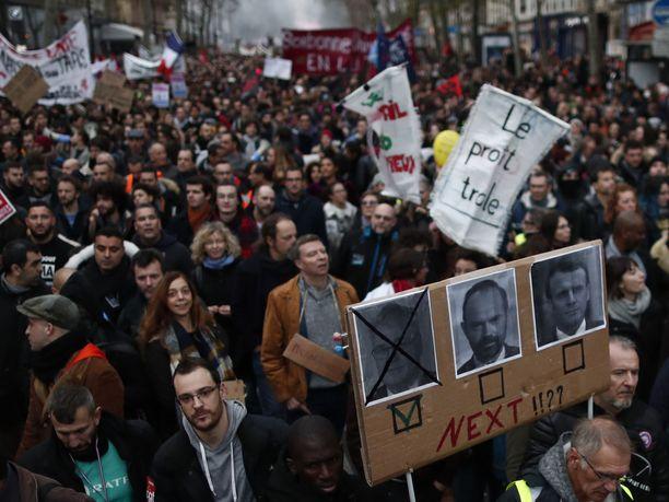 Pariisin kaduilla oli valtavasti ihmisiä eilen.