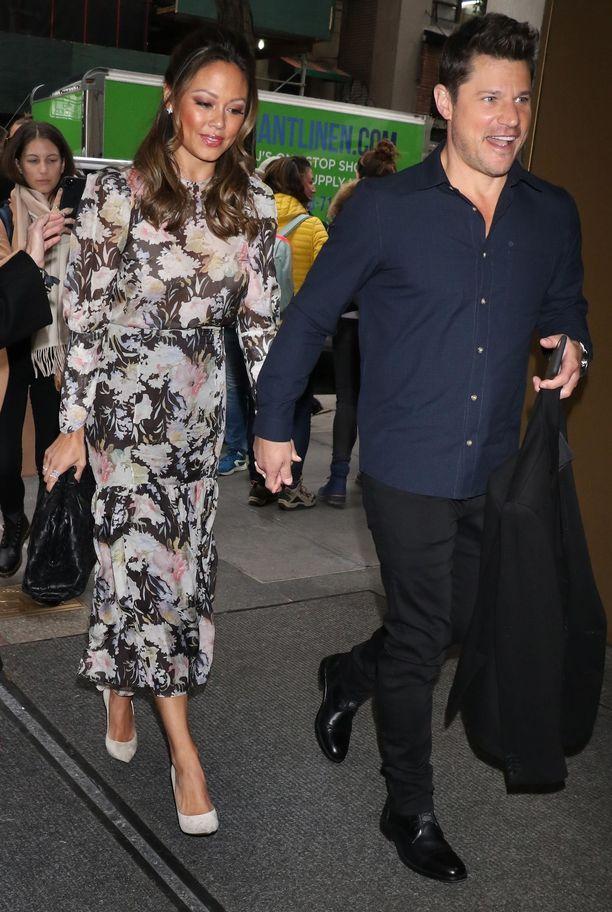 Vanessa ja Nick Lachey juontavat yhdessä suosittua Love is Blindia.