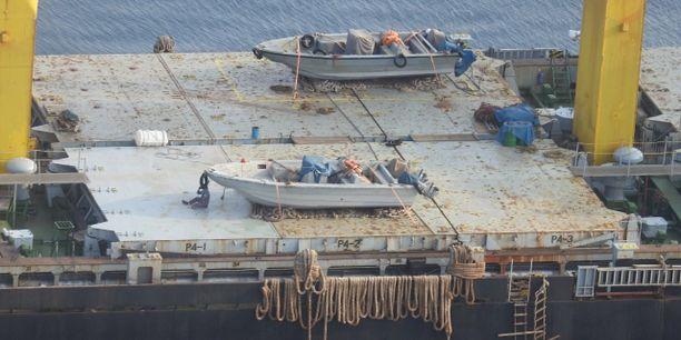 Saudien julkaisema vanha kuva Savizin kannelta, jossa näkyy veneitä, joita väitetysti käytetään tarvikkeiden kuljettamiseen Jemeniin.