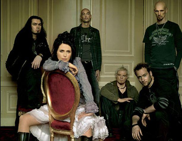 - Viiden naisen ja yhden miehen bändistä ei tulisi mitään, tuumii Sharon.