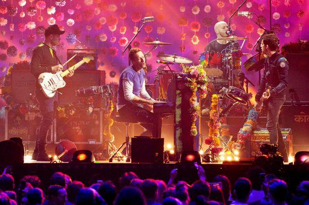 Coldplay esiintyi palkintogaalassa vuonna 2016.