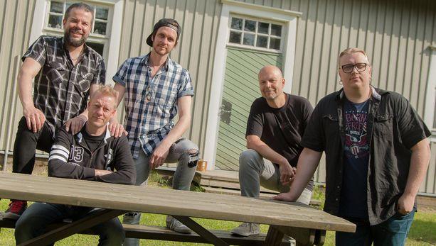 Tämän illan jaksossa esiintyy Arttu Wiskari, joka esittää akustisesti kappaleensa Ikuisesti kahdestaan.