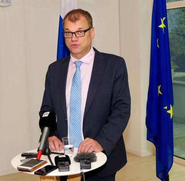 Pääministeri Juha Sipilä joutui keskeyttämään juhannuksen vieton tulemalla nopealla tahdilla improvisoituun pakolaishuippukokoukseen Brysseliin.